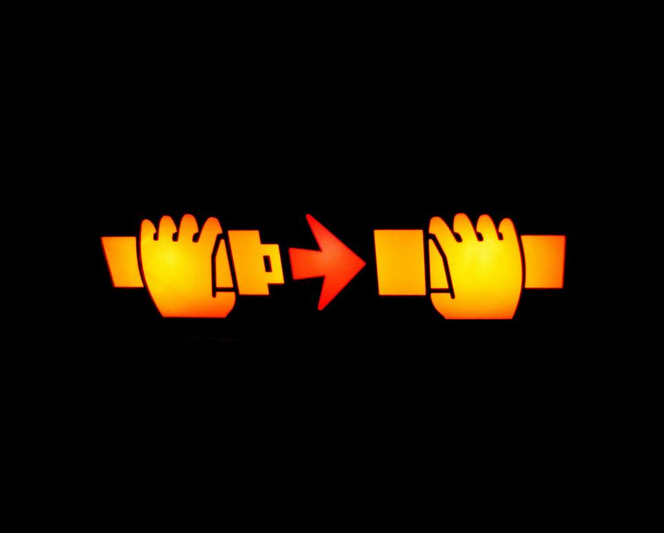 how to say fasten your seatbelt in spanish